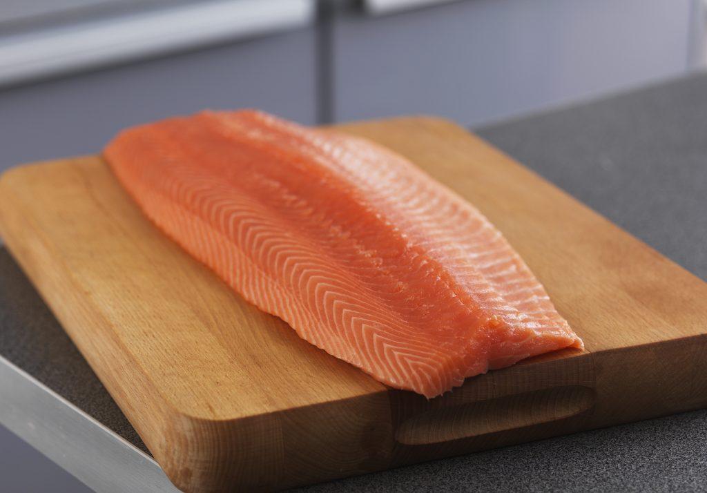 https://www.apicius.es/wp-content/uploads/2019/10/NSC.-Lomo-salmón-noruego-entero-1024x714.jpg
