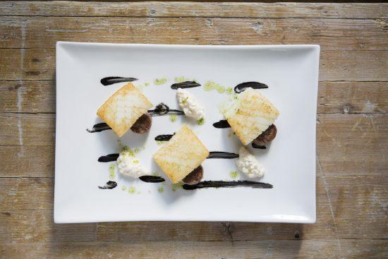 'Choco, Pera y Butifarra Negra', por la Taberna del Chef del Mar. Fuente de la imagen: Mikel Ponce. Montagud Editores,